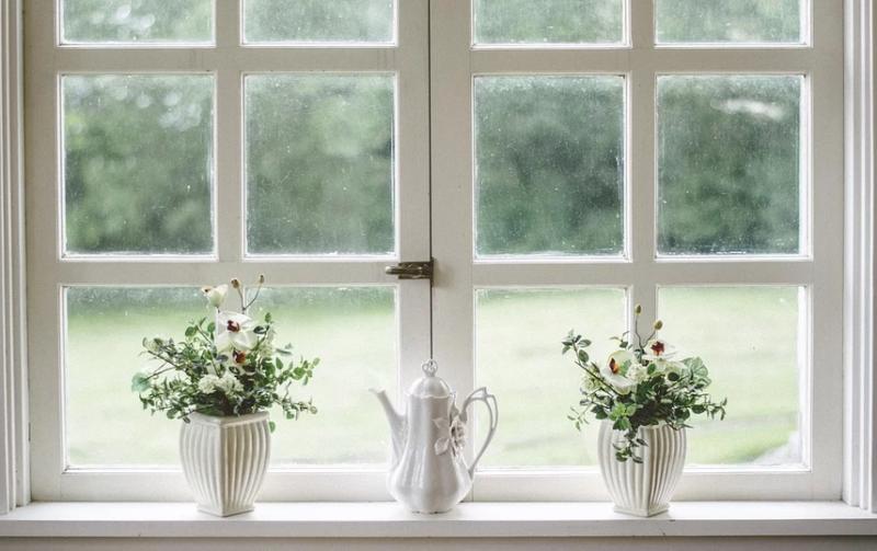 Jak po prostu wyczyścić białe plastikowe okna
