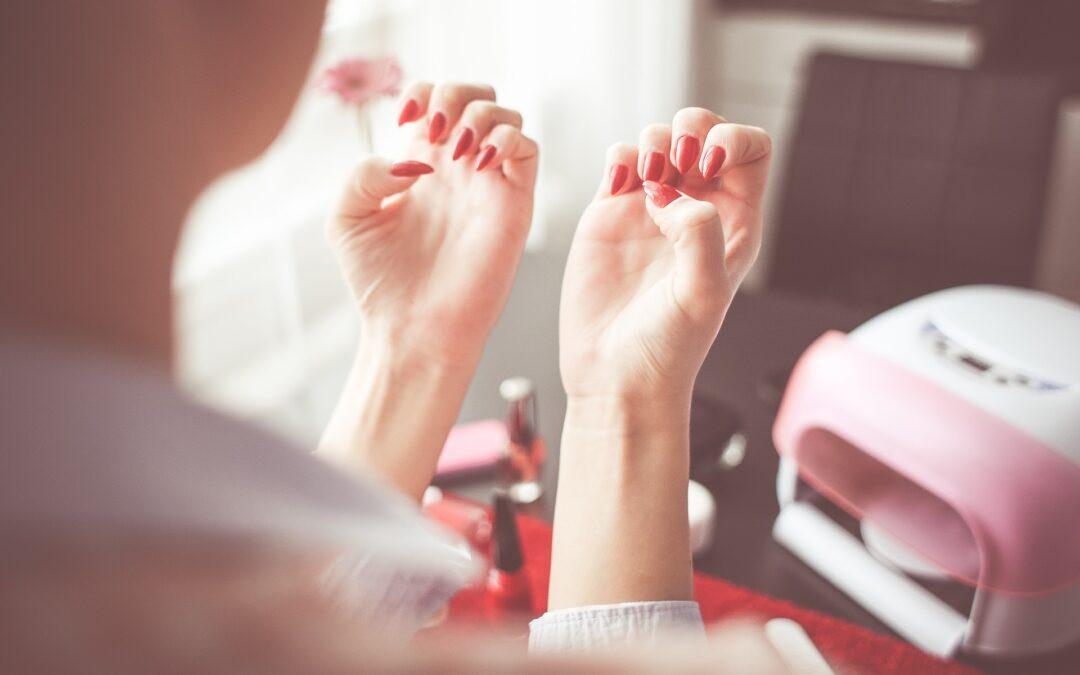 Najlepsze lampy utwardzające do domowego manicure