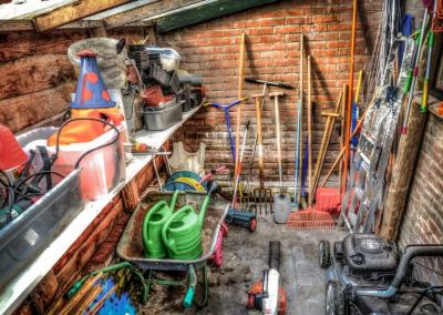 Unikaj błędów podczas zimowania narzędzi ogrodniczych. To przedłuży jego żywotność